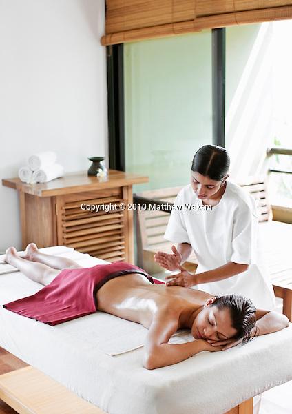 Woman Receiving Ayurvedic Massage at Six Senses Spa, Heritance Kandalama Hotel, Dambulla, Sri Lanka. November14,2008. Dambulla, Sri Lanka.
