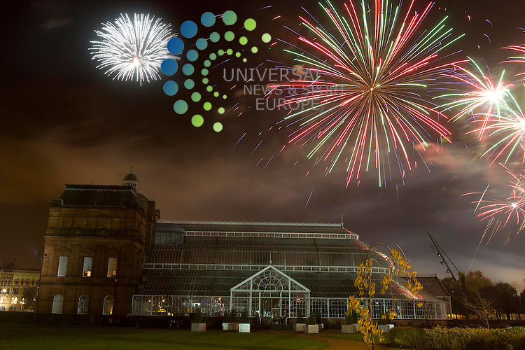 Glasgow Green fireworks display for Guy Fawkes over the land mark of The People Places turning the night the sky in to colour. Picture: Universal News And Sport (Scotland) 5 November  2013