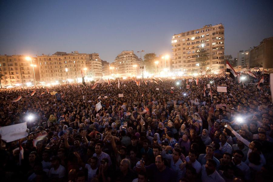 ©VIRGINIE NGUYEN HOANG/.Egypt,Cairo.09/06/2012..Hundreds of people were protesting on Tahrir square against the Presidential candidate Ahmad Shafiq...Une centaine de personnes manifestaient contre le candidat a la preisdentielle sur la place Tahrir du Caire.