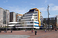 Nederland - Rotterdam - 26 maart 2018.  Rotterdam Blaak. De Bibliotheek. Het gebouw uit de jaren 80 is een ontwerp van architectenbureau van den Broek en Bakema.    Foto Berlinda van Dam / Hollandse Hoogte.