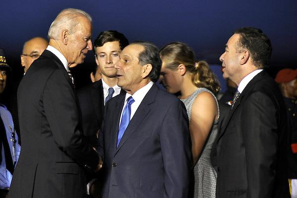 Llegada al pais del  Vice Presidente de los Estados Unidos Joe Biden por el Aeropuerto Internacional de las Americas, recibido por el Embajador  James (Wally) Brewste<br /> Fotos:  Carmen Su&aacute;rez/acento.com.do<br /> Fecha: 18/06/2014