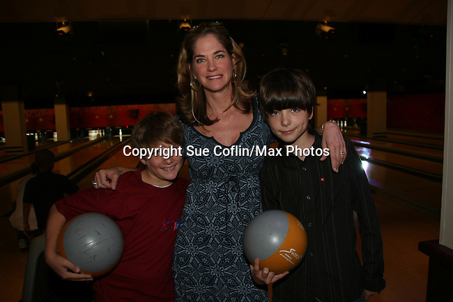 One Life To Live's Carmen LoPorto - Kassie DePaiva - JQ DePaiva bowl at the 2009 Daytime Stars and Strikes to benefit the American Cancer Society to benefit the American Cancer Society on October 11, 2009 at the Port Authority Leisure Lanes, New York City, New York. (Photo by Sue Coflin/Max Photos)