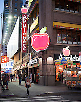 A Times Square branch of the newly expanded Applebee's restaurant chain on Tuesday, September 11, 2012.  (© Richard B. Levine)