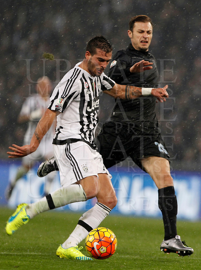 Calcio, quarti di finale di Coppa Italia: Lazio vs Juventus. Roma, stadio Olimpico, 20 gennaio 2016.<br /> Juventus' Stefano Sturaro left, is challenged by Lazio's Stefan Radu during the Italian Cup quarter final football match between Lazio and Juventus at Rome's Olympic stadium, 20 January 2016.<br /> UPDATE IMAGES PRESS/Isabella Bonotto