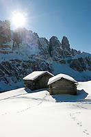 Italy, Alto Adige, South Tyrol, above Selva di Val Gardena: snowed in hay huts and Gruppo del Sella mountains | Italien, Suedtirol, Groednertal, oberhalb Wolkenstein: eingeschneite Heuhuetten vor Sella Gruppe