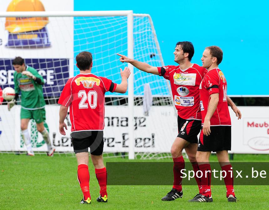 SC Wielsbeke - KFC Izegem : Tom Coghe blij nadat hij de 0-2 tegen de netten had geprikt..foto VDB / BART VANDENBROUCKE