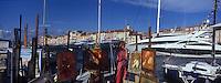 Europe/Provence-Alpes-Côte d'Azur/83/Var/Saint-Tropez: Le Port ,les yachts et les tableaux des  peintres
