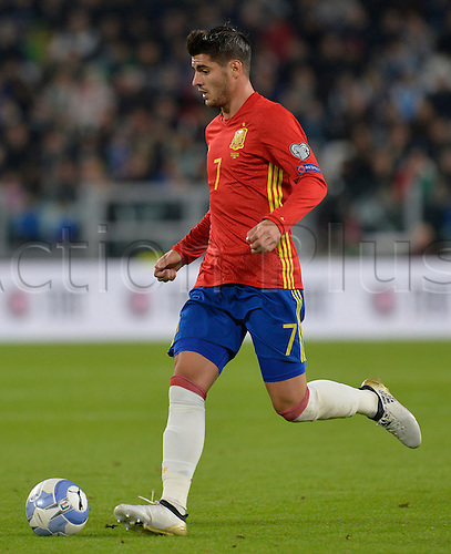 06.10.2016. Juventus Stadium, Turin, Italy. FIFA World Cup Qualifying Football. Italy versus Spain. Alvaro Morata on the ball
