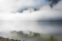 Austria; Styria; Styrian Salzkammergut; Ausseer Land, early morning fog in autumn at Grundl Lake | Oesterreich, Steiermark, Steirisches Salzkammergut, Ausseer Land, herbstlicher Morgennebel ueber dem Grundlsee