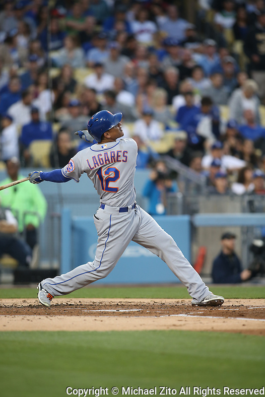 05/12/16 Los Angeles, CA: New York Mets center fielder Juan Lagares #12 during an MLB game played between the Los Angeles Dodgers and the New York Mets at Dodger Stadium