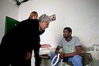 Roma 27 Dicembre 2013<br /> Il Centro di identificazione ed espulsione (CIE), per immigrati di Ponte Galeria a Roma.<br /> Yassin 19 anni libico di Misurata,con in mano una corda perch&egrave; si vuole impiccare,il Senatore Luigi Manconi lo convince a desistere.<br /> Rome December 27, 2013.<br /> The Center for Identification and Expulsion (CIE) for immigrants from Ponte Galeria in Rome.Yassin 19 years libico of Misurata,con in hand a rope because he/she is wanted to hang,  Senator Luigi Manconi convinces him to desist.