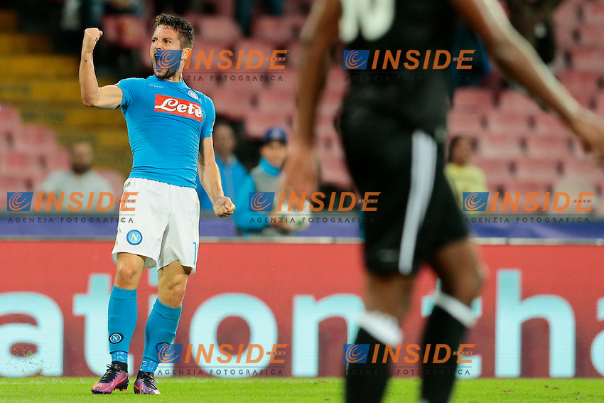 Esultanza dopo il gol di Dries Mertens Napoli, goal celebration <br /> Napoli 19-10-2016 Napoli - Besiktas<br /> Football Calcio UEFA Champions League 2016/2017 Group B. Napoli - Besiktas<br /> Foto Cesare Purini / Insidefoto