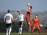 U19 Belgian Red Flames - Austria :<br /> <br /> Tine De Caigny (MR) klimt hoger dan Nicole Billa (ML), terwijl Sophie Maierhofer (L) en Charlotte Andries (R) toekijken<br /> <br /> foto Dirk Vuylsteke / Nikonpro.be
