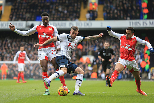 05.03.2016. White Hart Lane, London, England. Barclays Premier League. Tottenham Hotspur versus Arsenal. Toby Alderweireld of Tottenham Hotspur  turns with the ball under pressure from Arsenal strikers Alexis Sánchez and Danny Welbeck.
