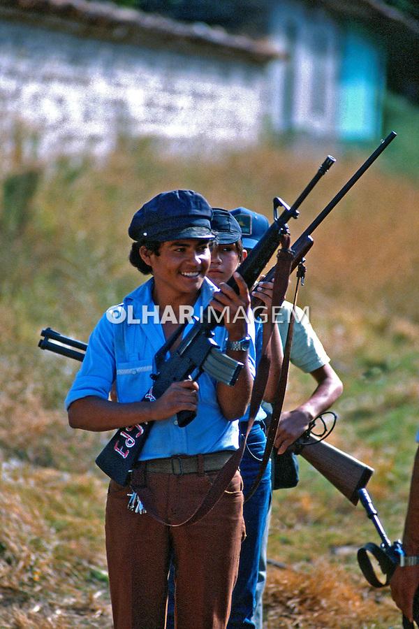 Guerrilheiros na guerra civil de El Salvador. 1981. Foto de Juca Martins.