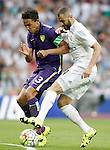 Real Madrid's Karim Benzema (r) and Malaga's Weligton Robson during La Liga match. September 26,2015. (ALTERPHOTOS/Acero)