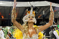 SÃO PAULO, SP, 04 DE MARÇO DE 2011 - CARNAVAL 2011 / UNIDOS DO PERUCHE - Caroline Bittencourt durante desfile da escola de samba Unidos do Peruche,  do Grupo Especial na noite desta sexta-feira (4), no Sambódromo do Anhembi região norte da capital paulista. (FOTO: ALE VIANNA / NEWS FREE).