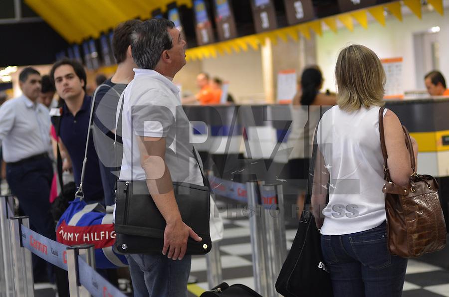 SAO PAULO, 24 DE FEVEREIRO DE 2013. - MOVIMENTACAO AEROPORTO CONGONHAS - Movimentação de passageiros no Aeroporto de Congonhas na manha deste domingo, 24, regiao sul da capital.  (FOTO: ALEXANDRE MOREIRA / BRAZIL PHOTO PRESS)