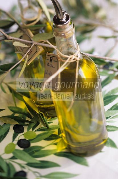 """Europe/France/Corse/2A/Corse-du-Sud/Porto-Vecchio: Huile d'olive  corse au magasin """"l'Orriu"""" - Spécialités corses"""