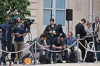 Paris (75),Le President de la Republique, Franeois HOLLANDE, recoit samedi 25 juin 2016 les representants des partis politiques francais au Palais de l Elysee. Les journalistes.