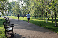 Great Britain, England, London: Early morning joggers in Hyde Park