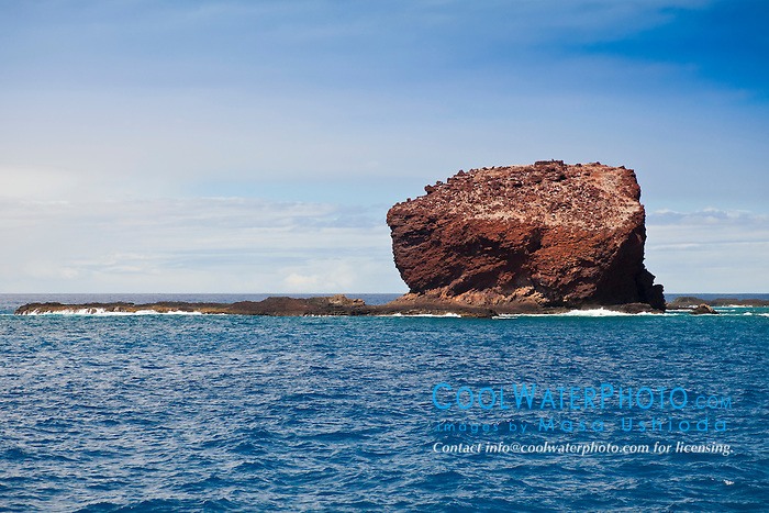 Puu Pehe aka Sweetheart Rock, Manele Bay, South Lāna'i, Lāna'i aka Pineapple Island because of its past as an island-wide pineapple plantation of Dole, the sixth-largest island of the Hawaiian Islands, Hawaii, USA, Pacific Ocean