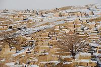 CHINA province Xinjiang, uighur town Opal near Kashgar, old muslim cementery / CHINA Provinz Xinjiang, uigurische Stadt Opal bei Kashgar, hier lebt das Turkvolk der Uiguren, das sich zum Islam bekennt, alter muslimischer Friedhof