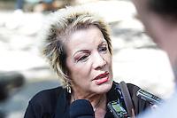 SAO PAULO,SP, 03.08.2015 - VELORIO-ICAMI - Escritora Leila Navarro no velório do psiquiatra, educador e escritor Içami Tiba no Cemiterio do Morumby, zona sul de São Paulo nesta segunda-feira (3). Tiba morreu em São Paulo às 19h no ultimo domingo (2) no Hospital Sirio Libanes vítima de um Câncer. (Foto: Douglas Pingituro / Brazil Photo Press)
