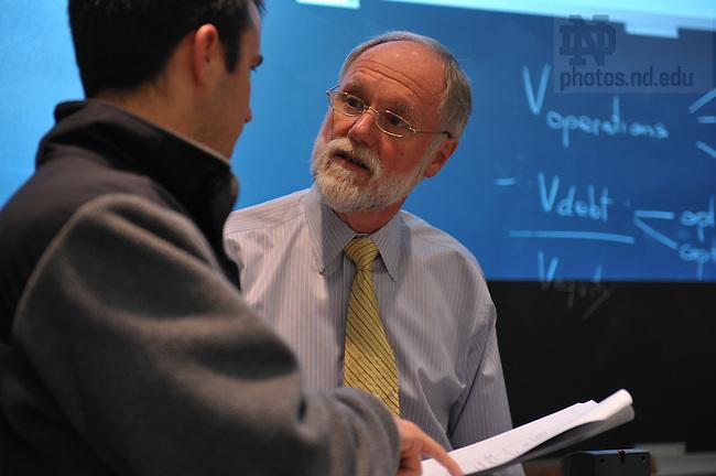 Professor Peter Easton teaches class in Mendoza College of Business...Photo by Matt Cashore/University of Notre Dame