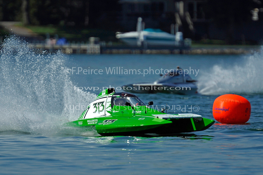 "T-313 and Leah Hoosick, T-27 ""Chaotic Dream"" (1.5 Litre Stock hydroplane(s)"