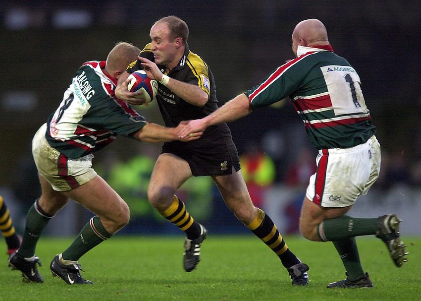 Photo. Richard Lane.London Wasps v Leicester Tigers at Adams Park. Zurich Premiership. 27/12/2002.Alex King attacks.