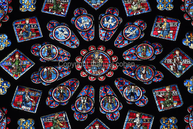 Virgin Mary with the Holy Child on her knees, North Rose Window (detail), 13th century, atelier of Notre-Dame de Paris, Chartres Cathedral, Eure et Loir, France Picture by Manuel Cohen