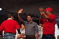 SÃO PAULO, SP, 01 DE MAIO DE 2013 - COMEMORAÇÕES DIA DO TRABALHADOR - CUT -  O Prefeito da Cidade, Fernando Haddad, comparece ao evento da Central Única dos Trabalhadores - CUT, representando a Presidente Dilma Roussef, o evento reuniu uma grande multidão de pessoas no Vale do Anahngabaú, zona central da cidade, nesta quarta-feira (1), para as comemorações do Dia do Trabalhador. O evento contou com shows de cantores da MPB e políticos ligado ao PT.  (FOTO RICARDO LOU/BRAZIL PHOTO PRESS)