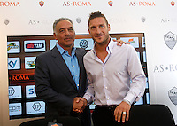 Il capitano della Roma Francesco Totti stringe la mano al presidente James Pallotta, a sinistra, in occasione del rinnovo del suo contratto, al Centro sportivo Fulvio Bernardini di Trigoria, Roma, 20 settembre 2013.<br /> AS Roma captain Francesco Totti shakes hands with president James Pallotta, left, in occasion of the renewal of his contract at the club's sporting center in Rome, 20 September 2013.<br /> UPDATE IMAGES PRESS/Isabella Bonotto