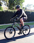 Russell Crowe riding bike 12/01/2008