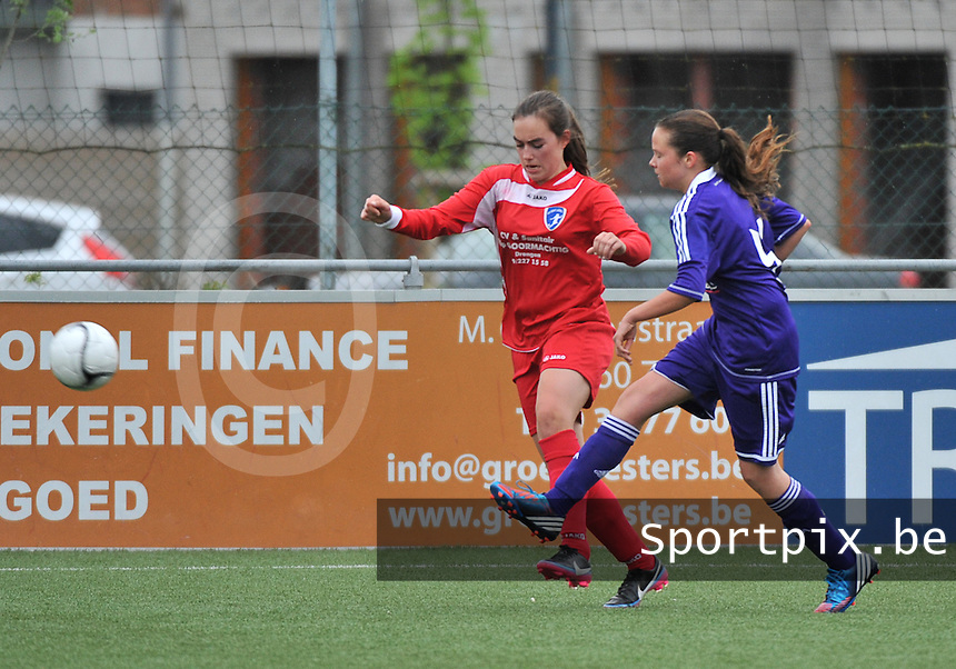 AA Gent Ladies U16 - RSC Anderlecht :  duel tussen Luna Platel en Anouck Cochez (r).foto DAVID CATRY / Nikonpro.be
