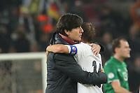 Philipp Lahm feiert mit Bundestrainer Joachim Löw (D) die WM-Qualifikation - WM Qualifikation 9. Spieltag Deutschland vs. Irland in Köln