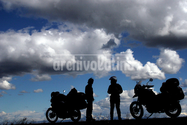 Meeting with another rider in Canada.June 29, 2005.Born in Argentina, photographer Ivan Pisarenko in 2005  decided to ride his motorcycle across the American continent. While traveling Ivan is gathering an exceptional photographic document on the more diverse corners of the region. Archivolatino will publish several stories by this talented young photographer...