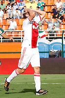 S&Atilde;O PAULO,SP, 14 JANEIRO 2011 - AMISTOSO PALMEIRAS X AJAX (HOL)<br /> De Jong jogador do Ajax durante  partida entre as equipes do Palmeiras X Ajax (hol) realizada no  Est&aacute;dio Paulo Machado de Carvalho (Pacaembu) na zona oeste de S&atilde;o Paulo, neste Sabado (14). (FOTO: ALE VIANNA - NEWS FREE).