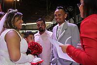 SAO PAULO, SP - 26.11.2016 - CASAMENTO COMUNITÁRIO - O Centro de Tradições Nordestinas foi palco para casamento comunitário realizado neste Sábado (26), na zona norte de São Paulo.<br /> <br /> (foto: Fabricio Bomjardim / Brazil Photo Press)