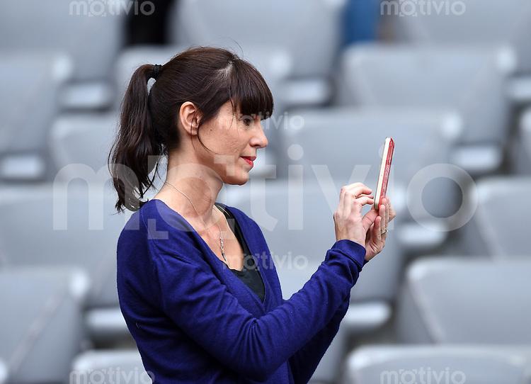 FUSSBALL   1. BUNDESLIGA   SAISON 2013/2014  34. SPIELTAG FC Bayern Muenchen - VfB Stuttgart             10.05.2014 Cristina Serra, Frau von Trainer Pep Guardiola (FC Bayern Muenchen)