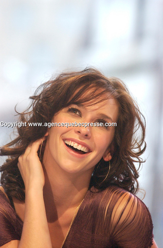 August 19 . 2002, Montreal, Quebec, Canada; <br /> <br /> Actress and Singer Jennifer Love Hewitt  during an interview about her latest album BARENAKED<br /> August 19  2002, Montreal, CANADA.<br /> <br /> <br /> <br /> <br /> <br /> <br /> (Mandatory Credit: Photo by Sevy - Images Distribution (&copy;) Copyright 2002 by Sevy<br /> <br /> NOTE :  D-1 H original JPEG, saved as Adobe 1998 RGB.<br />  Uncompressed and uncropped original  size file available on request.