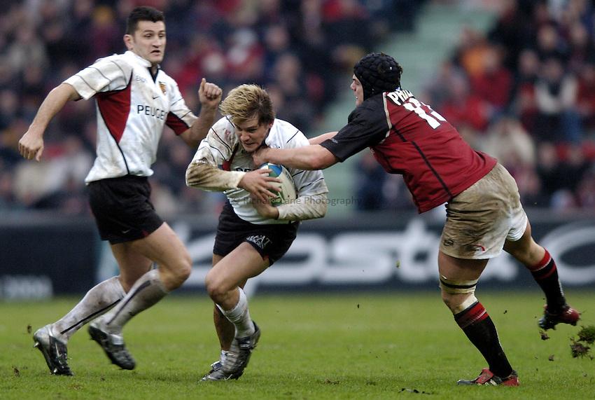 Photo: Richard Lane..Edinburgh Rugby v Stade Toulouse. Heineken Cup. 31/01/2003..Cedric Heymans attacks.