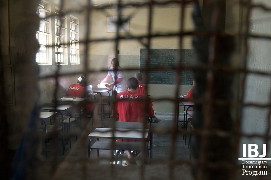 A small team of professionals designs educational courses for math, reading and writing at Floramar Prison, currently holding around 500 inmates. As the picture shows classes have spotty attendance and most educational materials are re-used donated materials. IBJ Fellow Dr. Saliba is programming educational DVDs on the rights of habeas corpus to protect the accused from illegal internment.