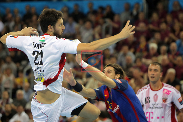VELUX EHF <br /> 2016/17 EHF Men's Champions League Group Phase - Round 5.<br /> FC Barcelona Lassa vs Telekom Veszprem: 26-23.<br /> Marko Kopljar vs Viran Morros.