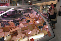 - Eataly, market for the sale of quality Italian food, cheese counter<br /> <br /> - Eataly, market per la vendita del cibo italiano di qualit&agrave;, banco del formaggio