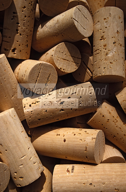 Europe/France/Languedoc-Roussillon/66/Pyrénées-Orientales/Vallespir/Env Céret: Fabrication de bouchons