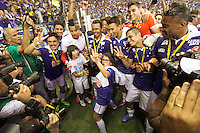 BELO HORIZONTE, MG, 01.12.2013 &ndash; CAMPEONATO BRASILEIRO 2013 &ndash; CRUZEIRO X BAHIA Jogadores Cruzeiro comemorando o titulo de campe&atilde;o Brasileiro 2013  partida durante jogo valido<br /> 37 &ordf; rodada Campeonato Brasileiro 2013, no est&aacute;dio Miner&atilde;o, na tarde deste Domingo (01) (Foto: Marcos Fialho / Brazil Photo Press)
