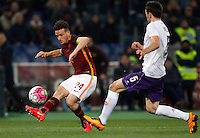 Calcio, Serie A: Roma vs Fiorentina. Roma, stadio Olimpico, 4 marzo 2016.<br /> Roma&rsquo;s Alessandro Florenzi, left, is challenged by Fiorentina&rsquo;s Milan Badelj during the Italian Serie A football match between Roma and Fiorentina at Rome's Olympic stadium, 4 March 2016.<br /> UPDATE IMAGES PRESS/Riccardo De Luca