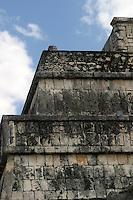 Zona arqueologica de Chichen Itza Zona arqueol&oacute;gica  <br /> Chich&eacute;n Itz&aacute;Chich&eacute;n Itz&aacute; maya: (Chich&eacute;n) Boca del pozo; <br /> de los (Itz&aacute;) brujos de agua. <br /> Es uno de los principales sitios arqueol&oacute;gicos de la <br /> pen&iacute;nsula de Yucat&aacute;n, en M&eacute;xico, ubicado en el municipio de Tinum.<br /> *Photo:*&copy;Francisco* Morales/DAMMPHOTO.COM/NORTEPHOTO.<br /> <br /> * No * sale * a * third *